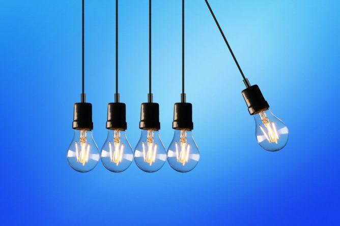 https://www.pexels.com/de-de/foto/aktion-energie-alternative-energie-beleuchtet-blau-1036936/
